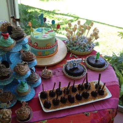 עוגת שוקולד, עוגת בצק סוכר וקאפקייקס ליומולדת שנה