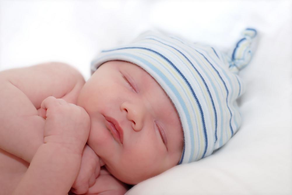 רחצת התינוק בבית חולים לאחר הלידה