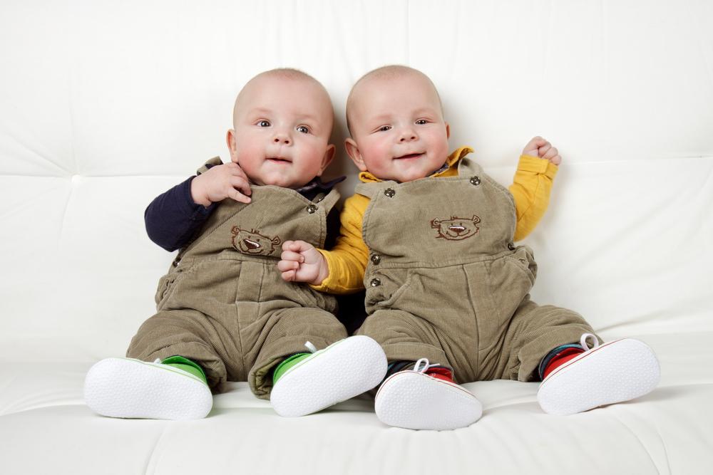 הנקת תאומים