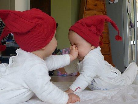 כמה עולה מטפלת לתאומים