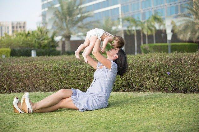 מטפלת לתינוק
